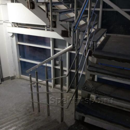 Лестничные ограждения с боковым креплением стоек
